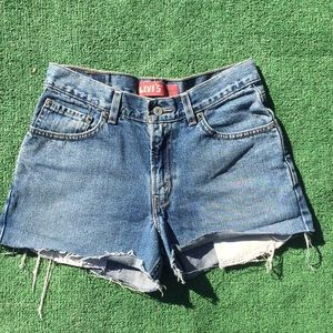 Vintage Levi's Blue Jeans 👖 denim cut off shorts